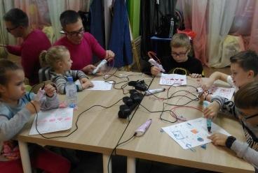 10 ноября в «Доме Волшебников» на Бабушкинской прошел мастер-класс по объемному моделированию 3D ручкой и стартовал новый курс.