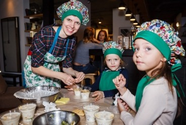 В честь Дня мамы Детские клубы «Дом Волшебников» в САО и СВАО  г. Москва приглашают детей и мам на вкусный праздничный Мастер-класс